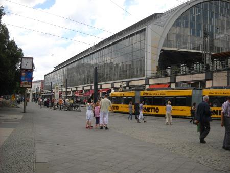 Berlin Alexanderplatz Gebäude S-Bahn