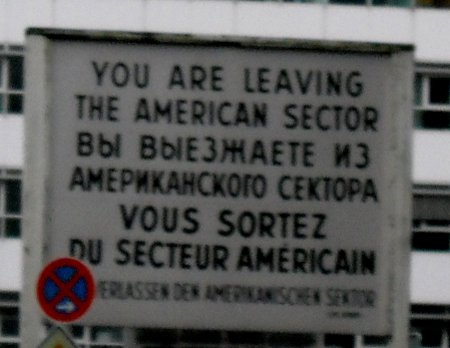 Schild mit You are leaving the American sector